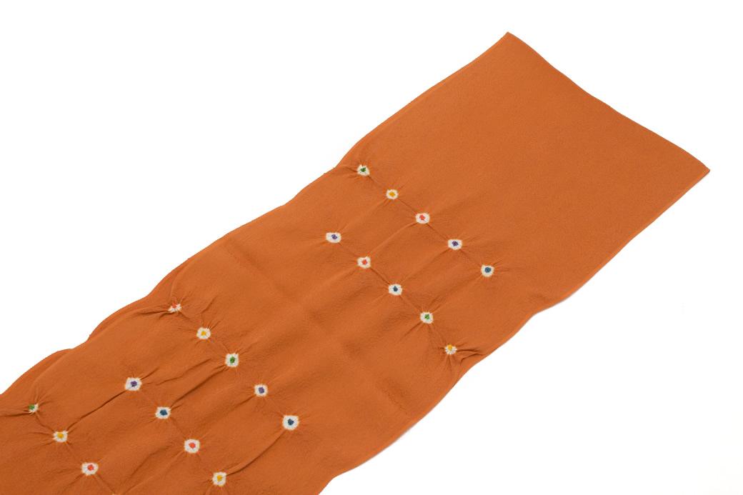 女性の着物を華やかに彩る正絹の帯揚げ