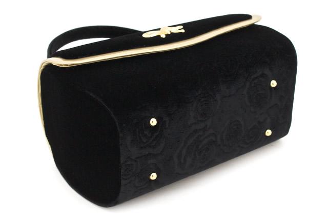 他にはないfussaならではのデザインバッグ