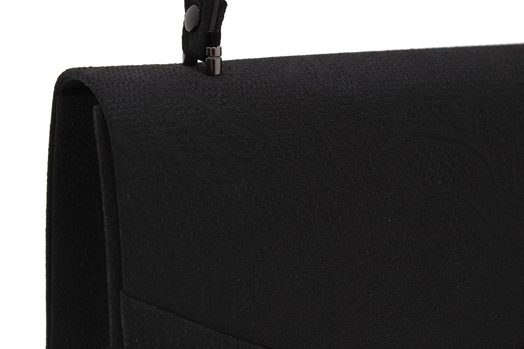 上品で優雅な和装を演出するバッグ