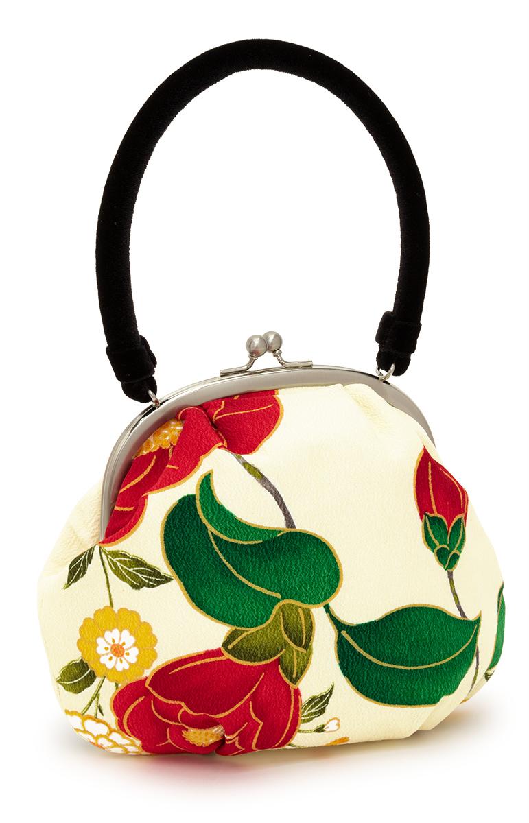 和服のコーディネートに不可欠な着物バッグ