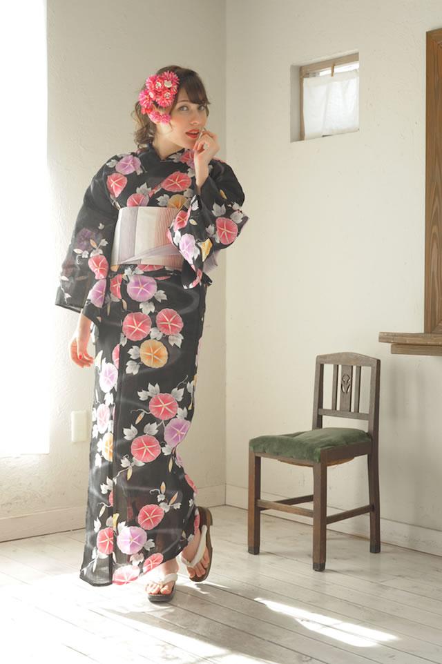 トレンドのネオンカラーに色付く朝顔のレディース浴衣