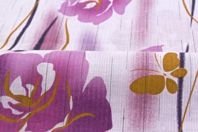 薔薇と舞う蝶をデザインしたボヌールセゾンのレディース浴衣