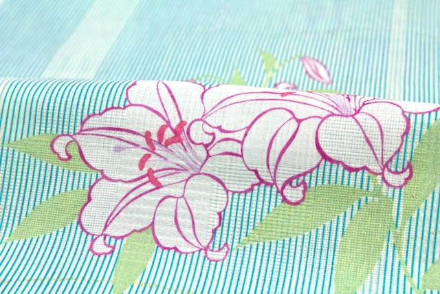 細い縞に百合がデザインされたレディース浴衣
