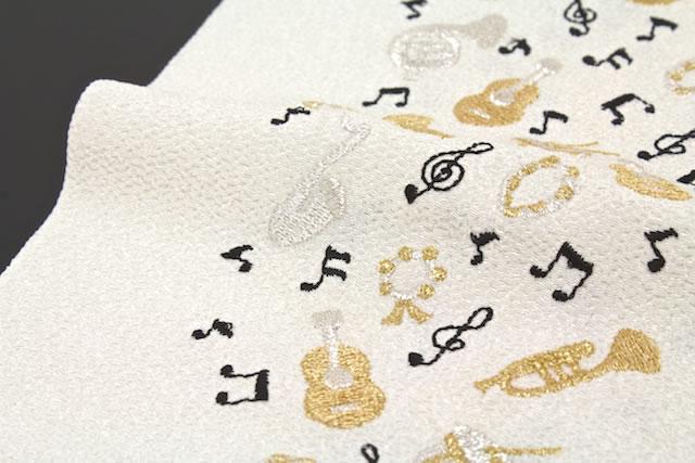 ポリ縮緬の楽器刺繍半衿