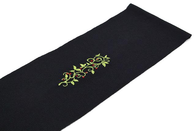 カジュアルやフォーマルな着物にお似合いな刺繍入り半衿