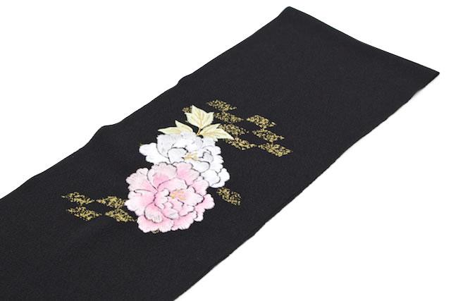 フォーマルな着物にお似合いな刺繍入り半衿