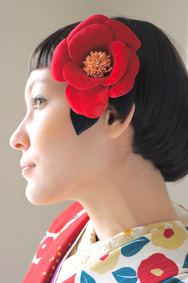 成人式の振袖・卒業式の袴に,椿髪飾り