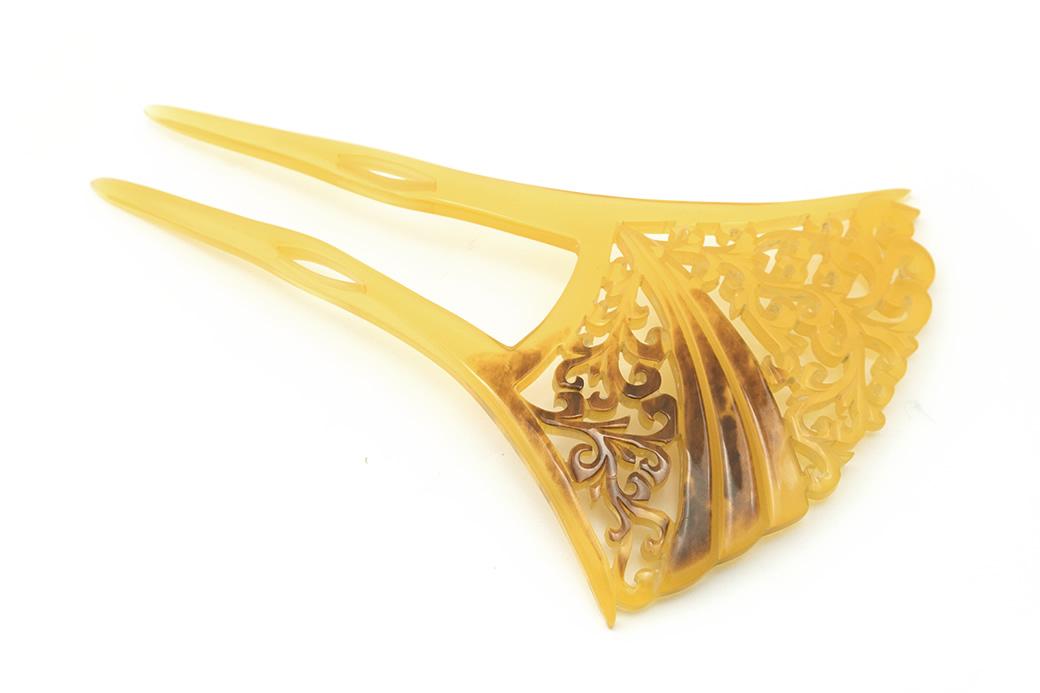 アップしたまとめ髪に便利な本べっ甲張りバチ型簪(かんざし)