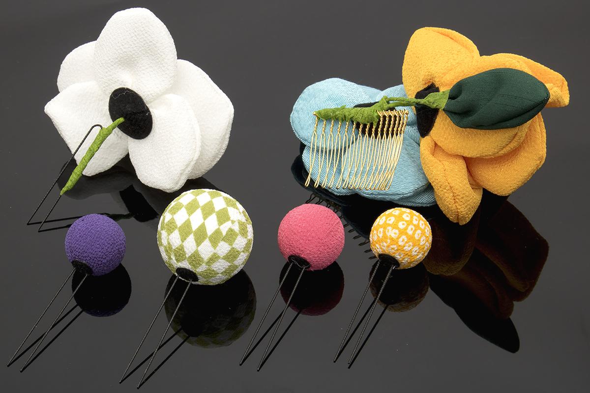 カラフルな玉飾りの簪(かんざし)