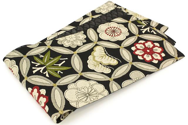 絹の風合いに上品さが漂う高級袋帯