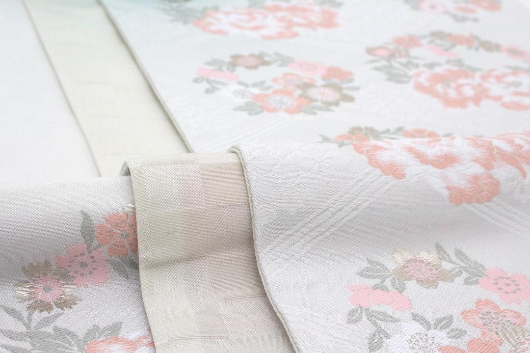 和装を美しく引き立てる女性用袋帯