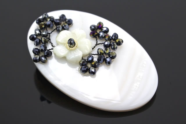 プレゼントにもおすすめな螺鈿装飾の3way帯留め