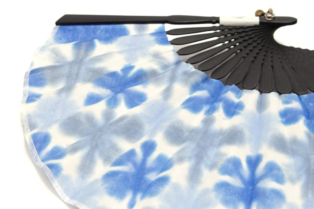 浴衣にお似合いな手染め和紙扇子