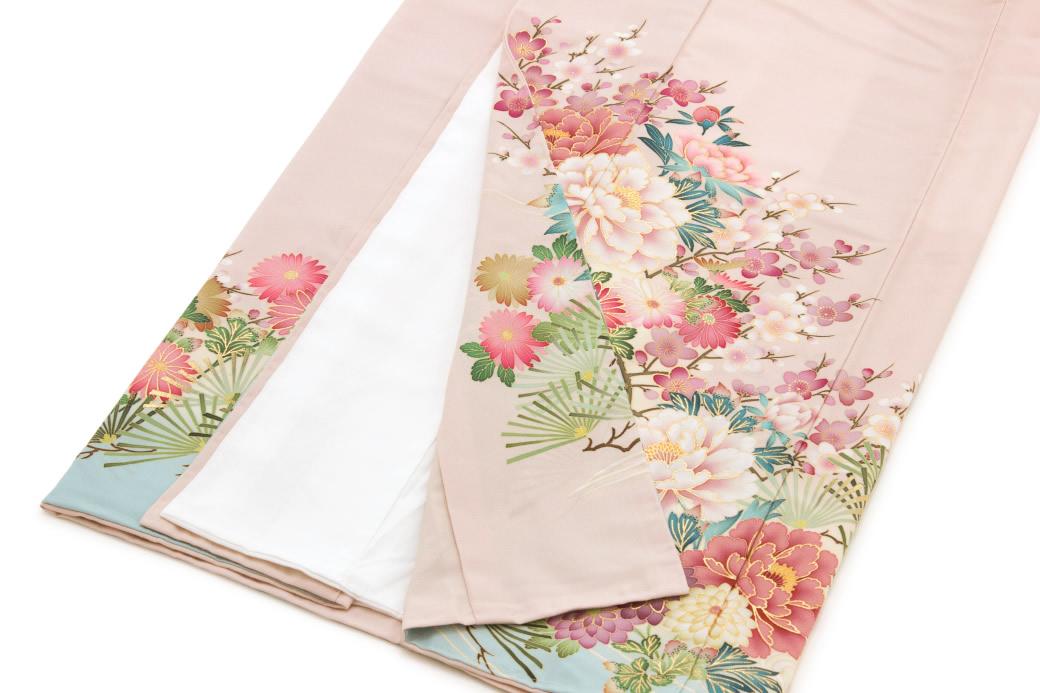 華やかな柄の留袖華やかな柄の留袖