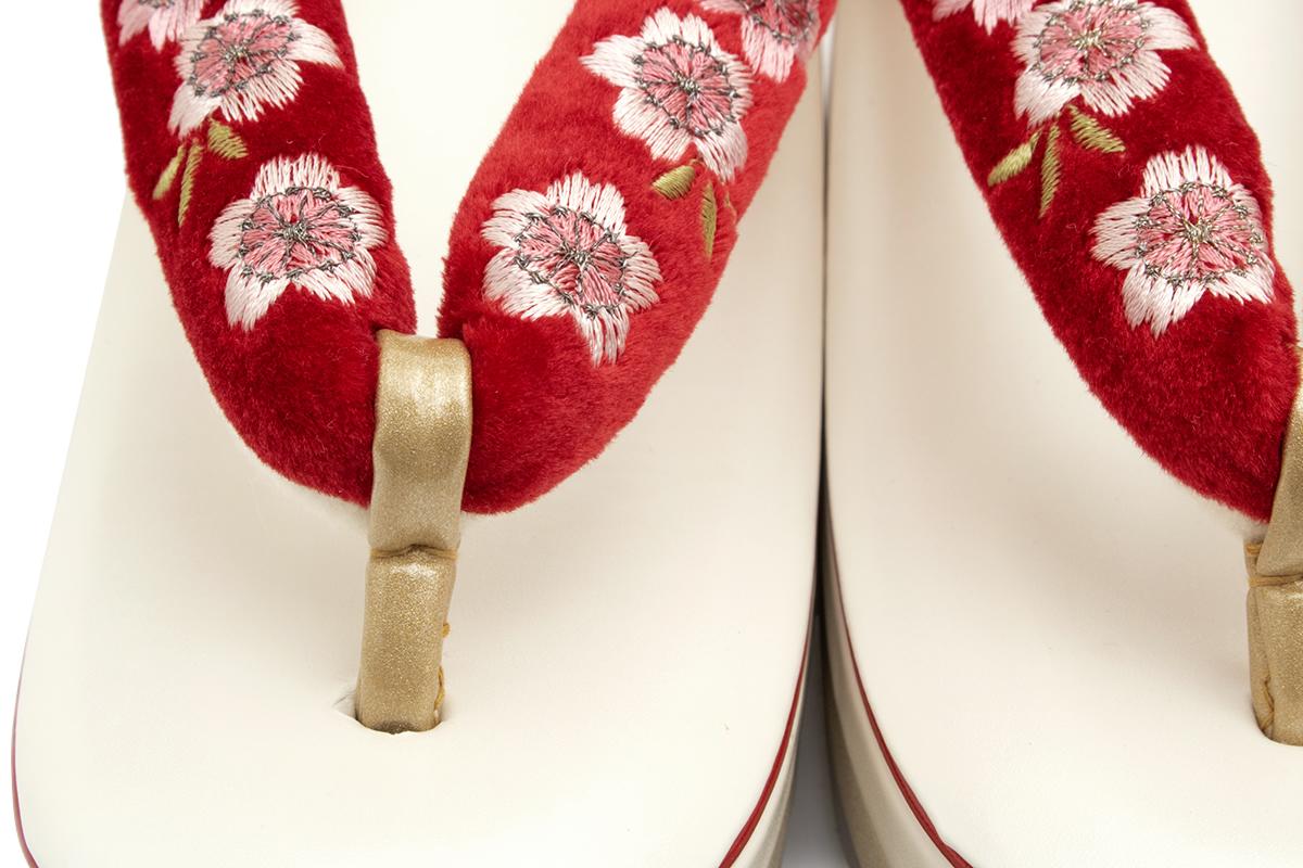 華やかな着物におすすめな高級厚底草履