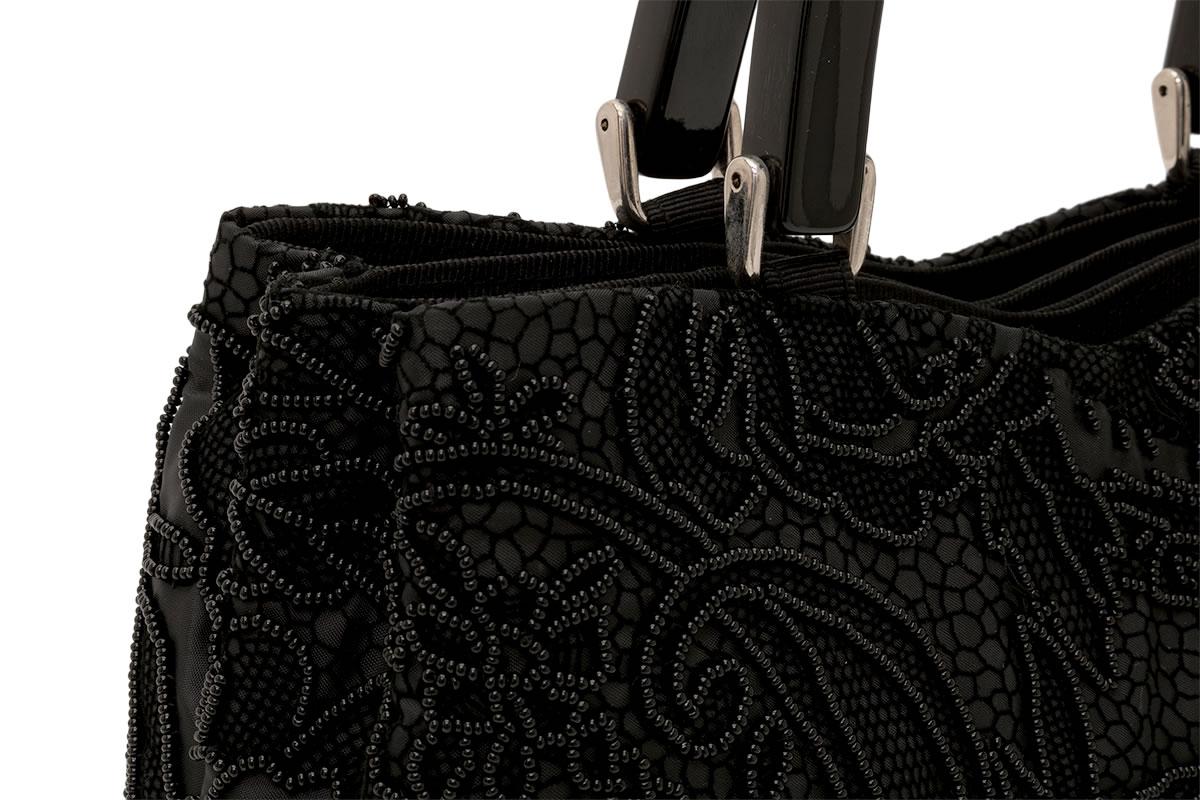 黒いビーズが美しいトートバッグ