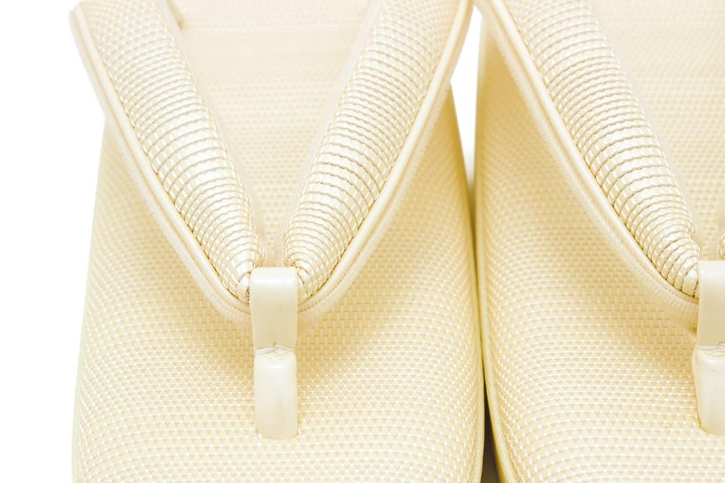 シンプルでおしゃれなデザインの高級草履