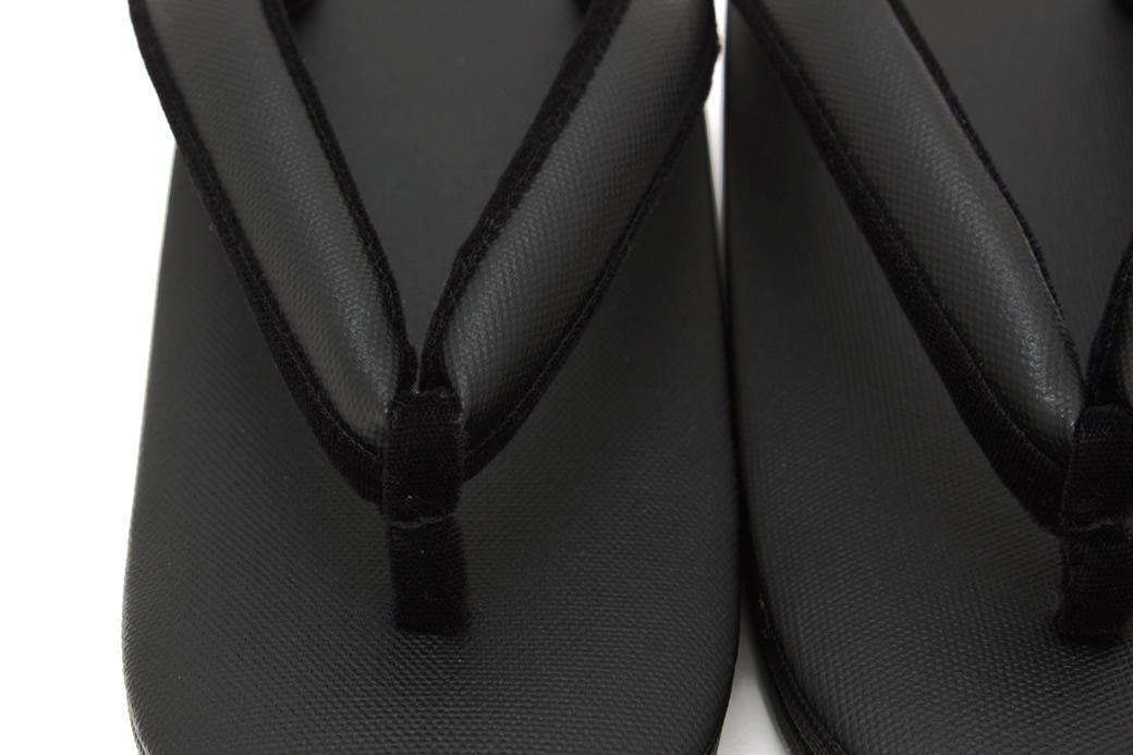 不祝着の席に履く喪用の黒草履