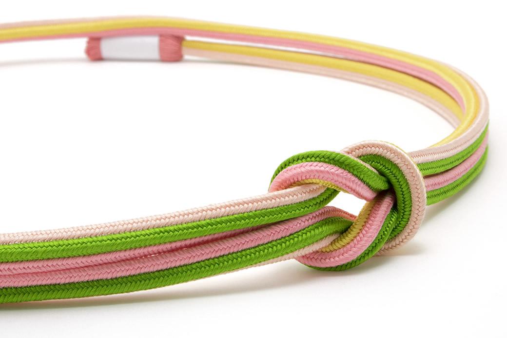 女性のフォーマルな着物を彩る日本製の正絹帯締め