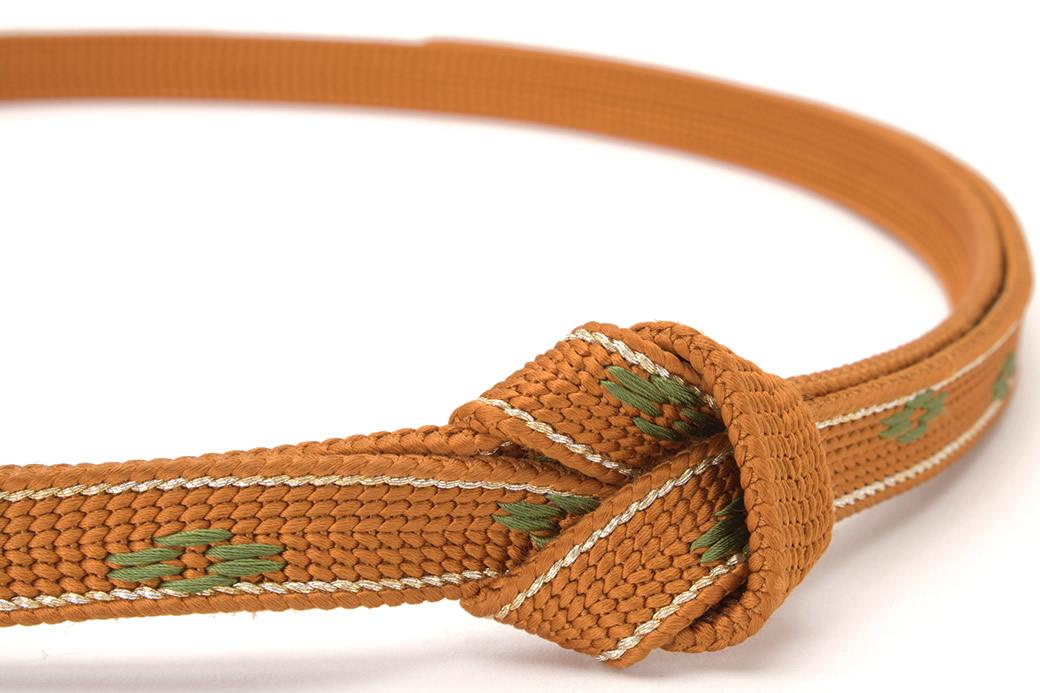 女性のフォーマル着物を彩る正絹帯締め
